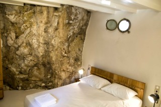 accommodation damma mia stone bedroom