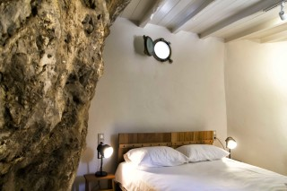 accommodation damma mia stone room