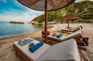 beach damma mia umbrellas
