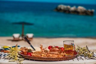facilites damma mia food at the beach