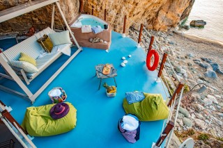 facilities damma mia lounge area
