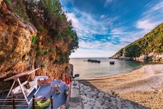facilities damma mia private beach
