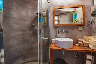 villa damma mia shower
